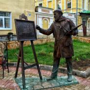 Памятник художнику на Рождественской улице фотографии